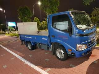 10ft  tailgate Toyota dyna for rent