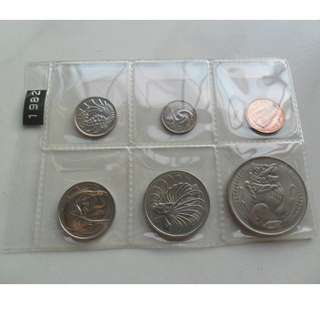 2x 1982 Singapore circulated Coin Set. ( 1 Cent to $1 Lion Coin )