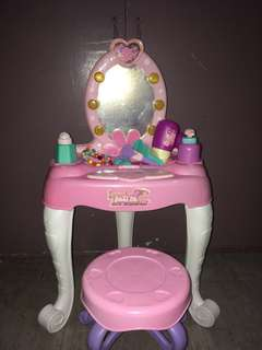Beauty/Dresser Play Set