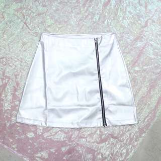 不對稱拉鍊造型銀色皮裙