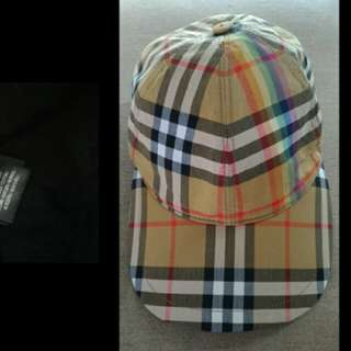 Burberry 彩虹帽