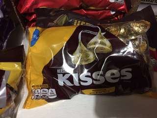 Hershey's Kisses white chocolate with almonds