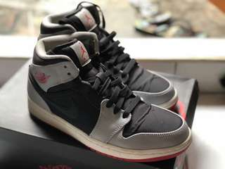 AIR JORDAN 1 MID BLACK GREY