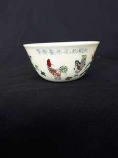 Ming dynasty Chen Hua mark chicken bright contrast color cup 8.2cm diameter. ,大明成化年制鬥彩雞扛杯。特價280.Ref 807