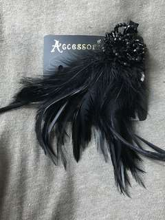 Accessorize Black feathers Hair clip