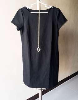 [DRESS] Zara black shift dress with slight damage at the back US Small