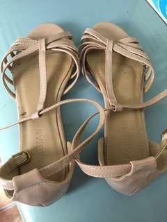 Parisian sandals( old rose size 7)