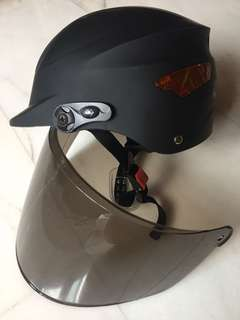 Bicycle helmet with wind shield