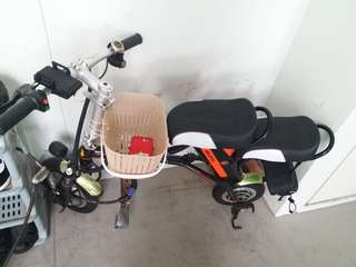 Solomon Seated Escooter Suitable to Pillion Kids or 1 Adult