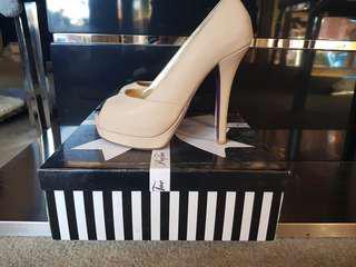Peep Toe nude heels SZ38