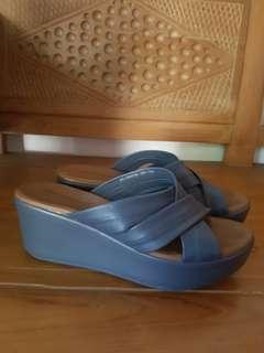 Sepatu Wedges blue Hush Puppies