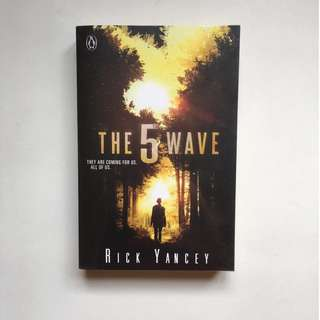 The 5th Wave (The 5th Wave, #1) by Rick Yancey