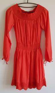 🚚 A&F 橘紅露肩洋裝