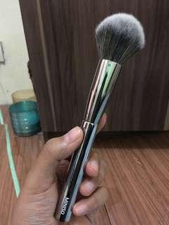Miniso powder/blush on brush