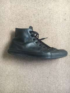Black leather Converse High Top (42/9)
