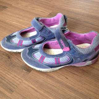 Branded girl shoes excellent condition