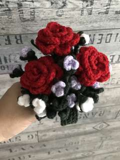 Crochet roses bouquet - red with White n lilac flowers