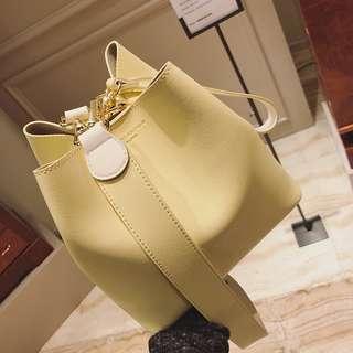 韓款雙色肩帶水桶包(淺黃色)