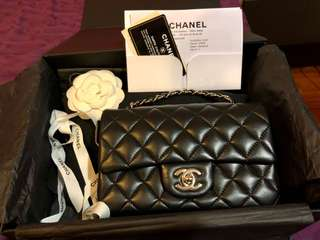 Chanel mini flap like new