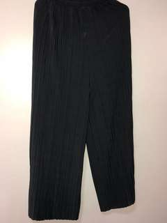Gray pleated square pants