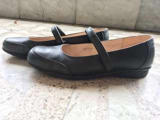 Black leather shoes (Florsheim)