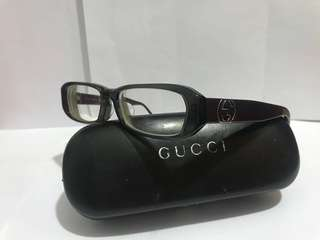 Cucci 眼鏡。牌子