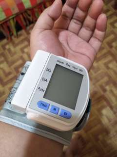 Digital wrist blood pressure monitoring