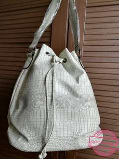 preLoved bucket bag