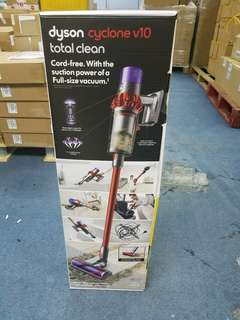 Dyson Cyclone V10 total clean U.K specs. 2 heads, 6 tools, docking station and 3 pin HK charger.