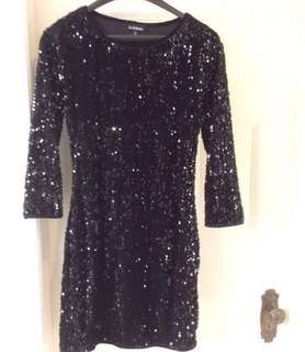 JUST REDUCED THE PRICE!!!!🙂✨✨ SUPER CUTE Le Chateau black sparkly sequins evening dress