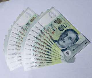 2 runs of duplicated $5 Singapore Banknote