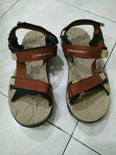 Adventure sandal gunung / rafting