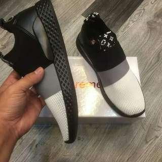 Sepatu Pria Supreme Sneaker