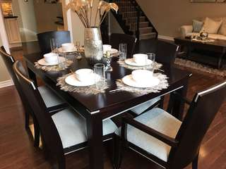 Extendible wooden dining table + 6 chairs