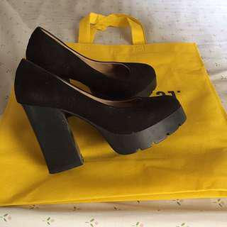 Flatform black shoes