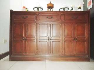 Buffet table / cabinet