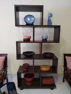 Display shelf in teakwood.