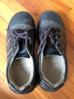 Size 4 safety Shoe - King's brand
