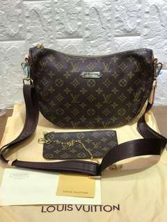 Lv Hobo With Purse