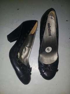 Black high-heeled Shoes