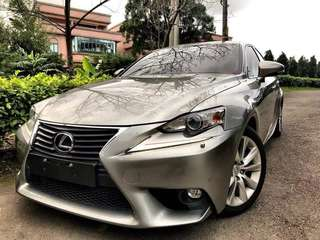 2015年Lexus is300 h