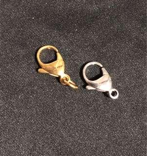 Amulet Casing Hook