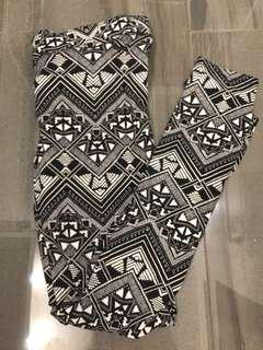 PINK (Victoria's Secret) Aztec Print Leggings