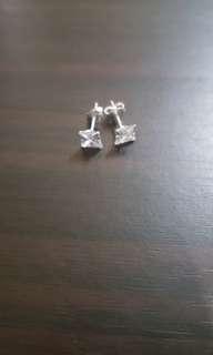 Original 925 silver stud earring ( size 5m)