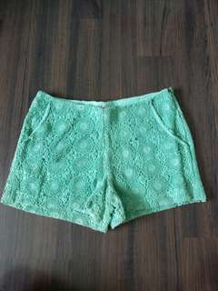 👕Green Lace Mid Waist Shorts