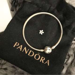 PANDORA LIMITED EDITION BANGLE & LOCKET CHARM