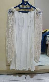 White dress long sleeves.lace