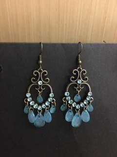 Gorgeous earrings with blue crystals and diamonds