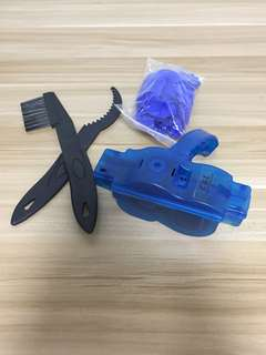 Chain Cleaner With Brushes, Gloves And Cloth