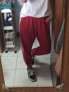 🚚 紅色運動風縮口褲
